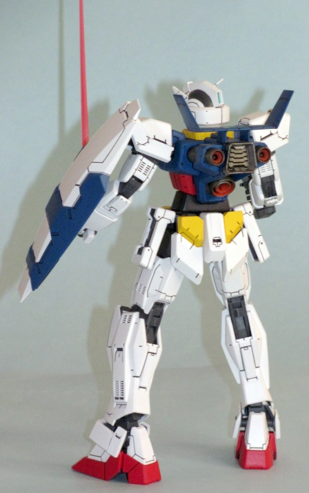 Don't go peeling off the armour for a look at the structure underneath! While the MG Age-1 Normal looks like any other MG kit, it goes together quite differently!